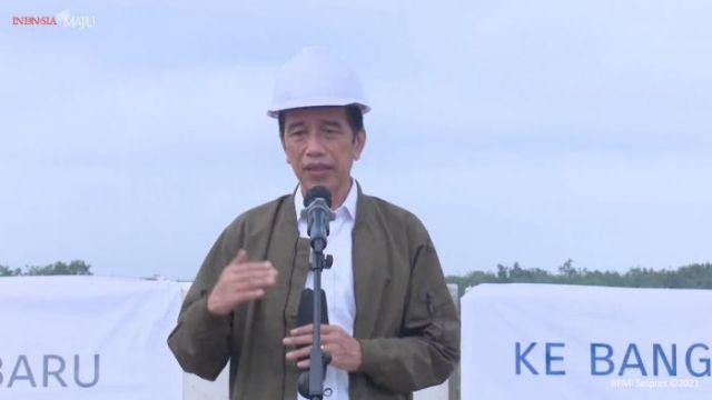 Presiden RI Jokowidodo Tinjau Tol Pekanbaru Bangkinang